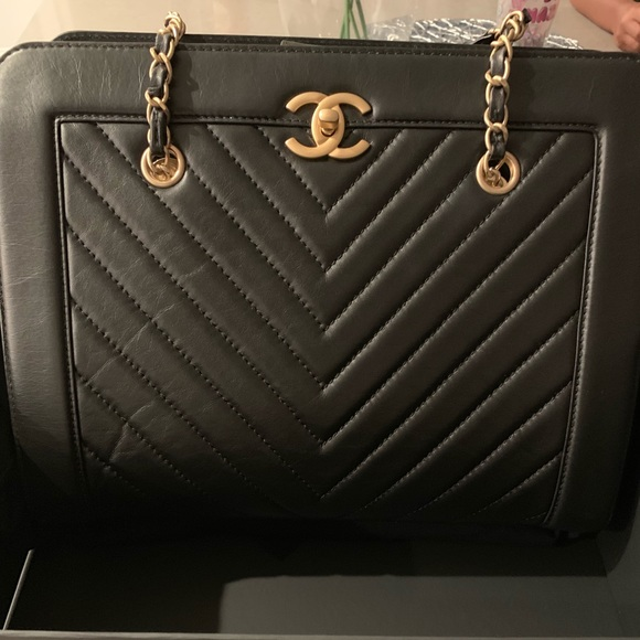CHANEL Handbags - Large Shopping 30cm Chanel bag in black!